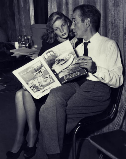 Lauren Bacall y Humpfrey Bogart leyendo - leer es sexy