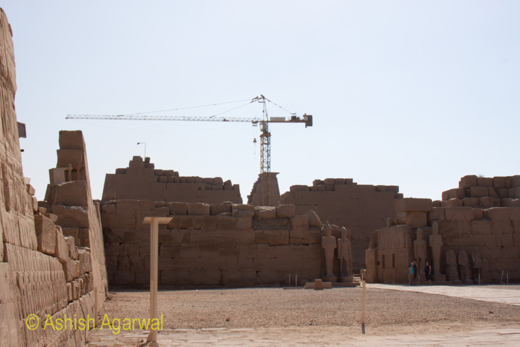 Crane in the middle of the structure of the Karnak temple in Luxor