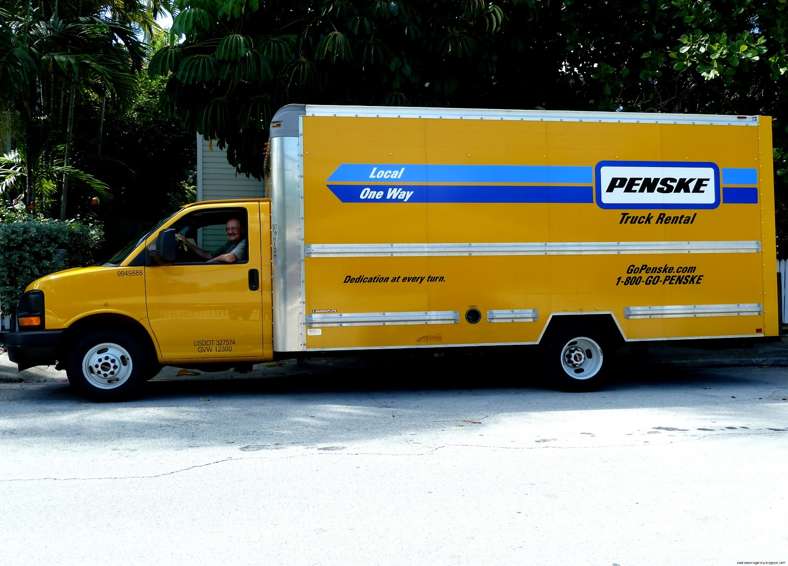 When it comes to long distance movers, residents and businesses need a moving company they can trust to move their items across state lines and country borders without problems.