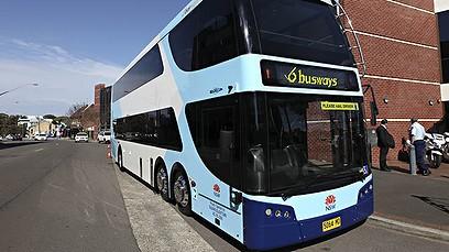 foto Bus Tingkat - Doubke Decker warna putih