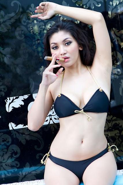 Foto Nude Baby Margaretha di Majalah Playboy