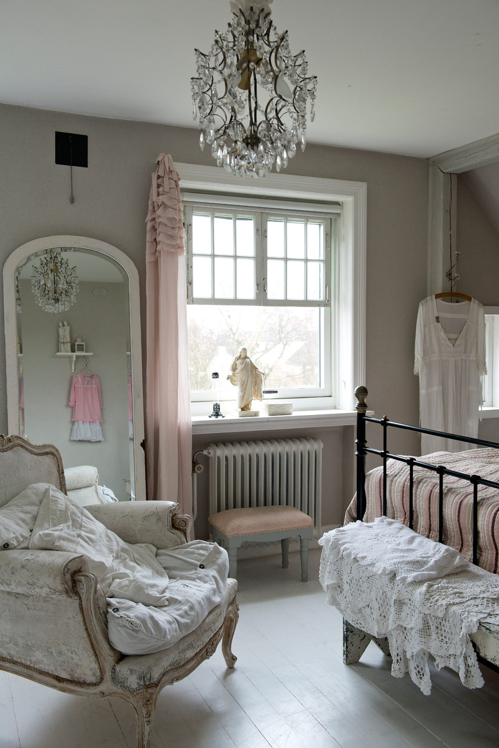 Gin design room shabby chic inspiration for Country cottage bedroom