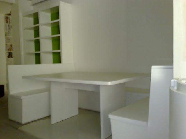 Amoblamientos cj mesa de cocina con bancos y alacena for Mesas de cocina con banco esquinero