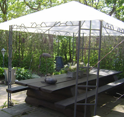 Bente i haven: drømmen om den hvide gårdhave