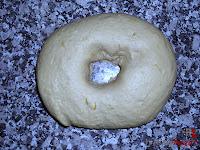 Roscón de Reyes de Trufa-masa roscón-agujero en la masa