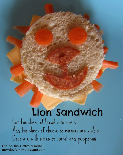 Lion sandwich - circles of bread, cheese, carrots and pepperoni
