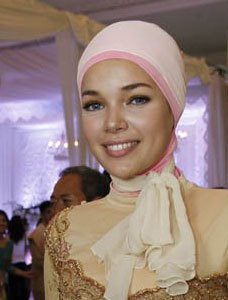 Foto Hijab Dewi Sandra Tetap Seksi Hot