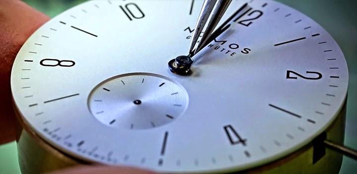 كيف يتم صناعة الساعة