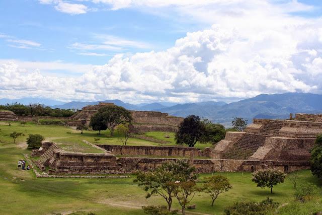 monte alban ruins oaxaca zapotec