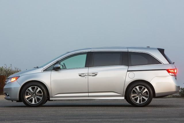 2015 Comvatible Honda Odyssey family used side view