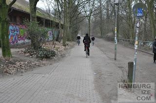 Kaifuradweg an der Bundesstraße
