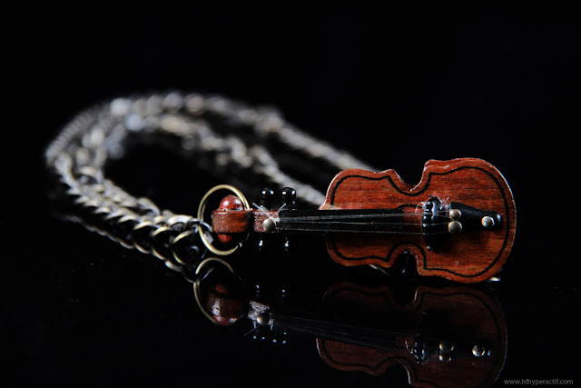 Violin-necklace