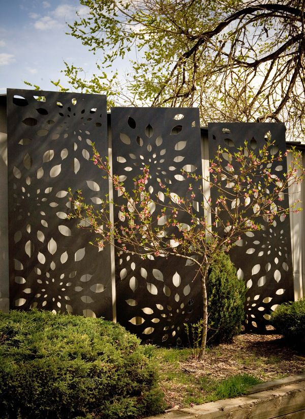 Jarrah jungle courtyard ideas outdoor decorative screens for Plaque metal decorative pour jardin