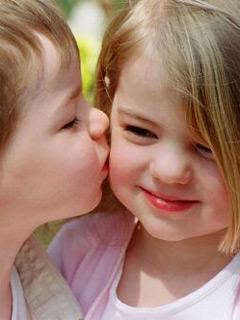 Baby Kiss Image Wallpaper