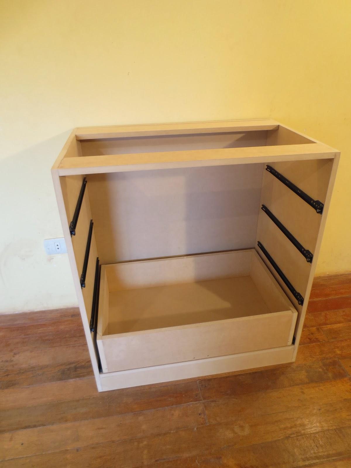 Decoraciones manualidades en madera como hacer un comoda - Como hacer puertas de armario ...