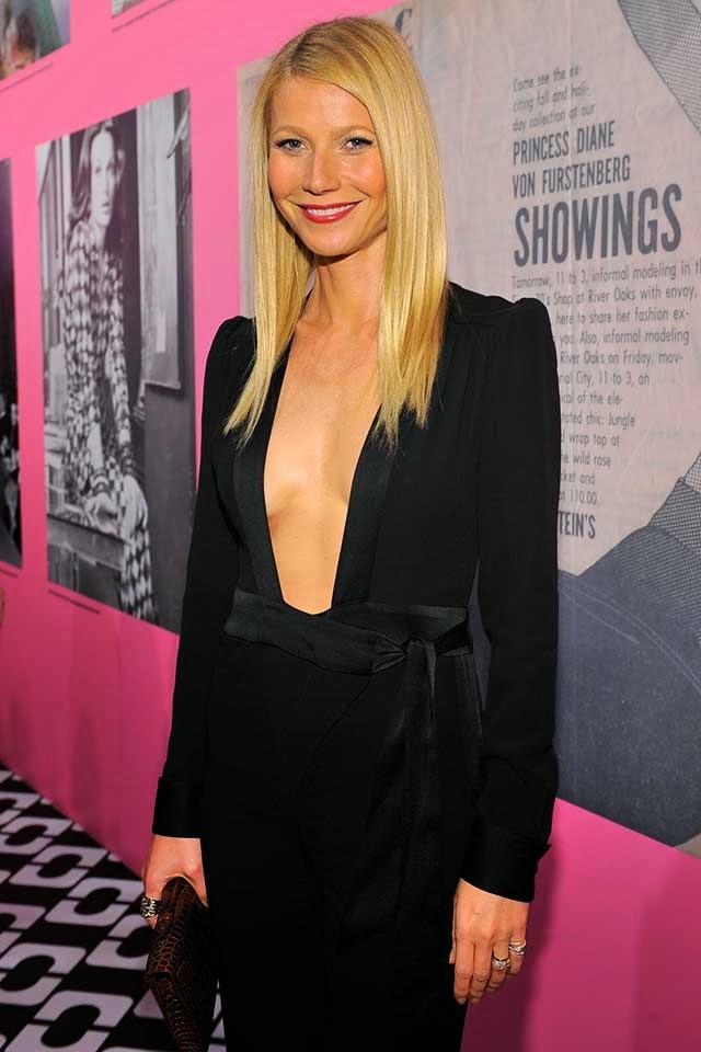 Gwyneth Paltrow intenta mostrar sus pequeñas tetas con un enorme escote