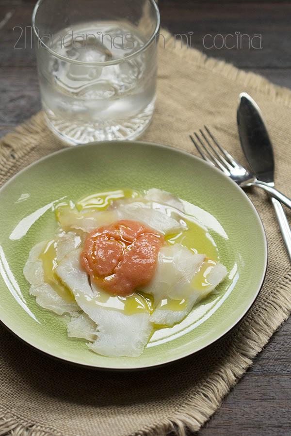 Ensalada de bacalao ahumado y tomate