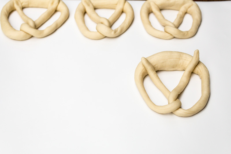 Pretzel knot tying | Svelte Salivations