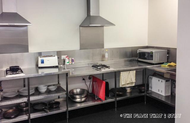 Australia trip - Sydney - Sydney Harbor YHA - The Kitchen area (1)