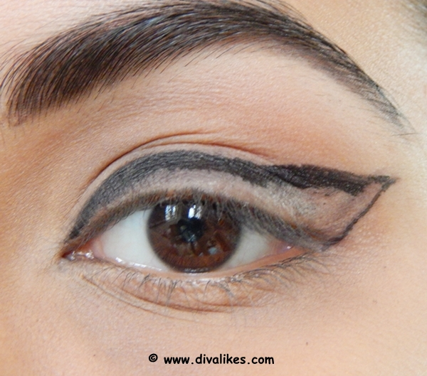Dramatic bold eye makeup tutorial diva likes each and everyone has different eye shape and hence the line drawn with eyes close turns out wrong most of the times use a light hand to draw the line just ccuart Images