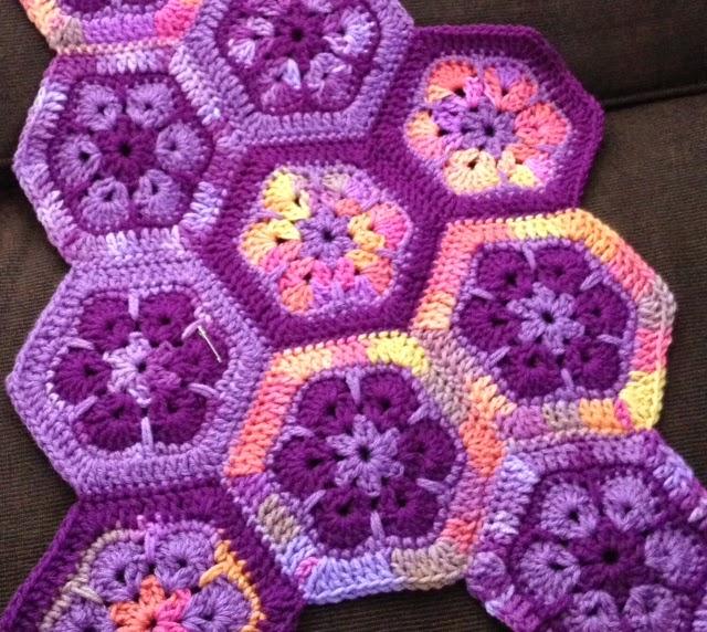 African Flower Crochet Pattern Half : Bizzy Crochet: African Flower Afghan
