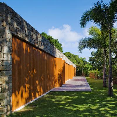 Rumah Tropis Gaya Etnik 2