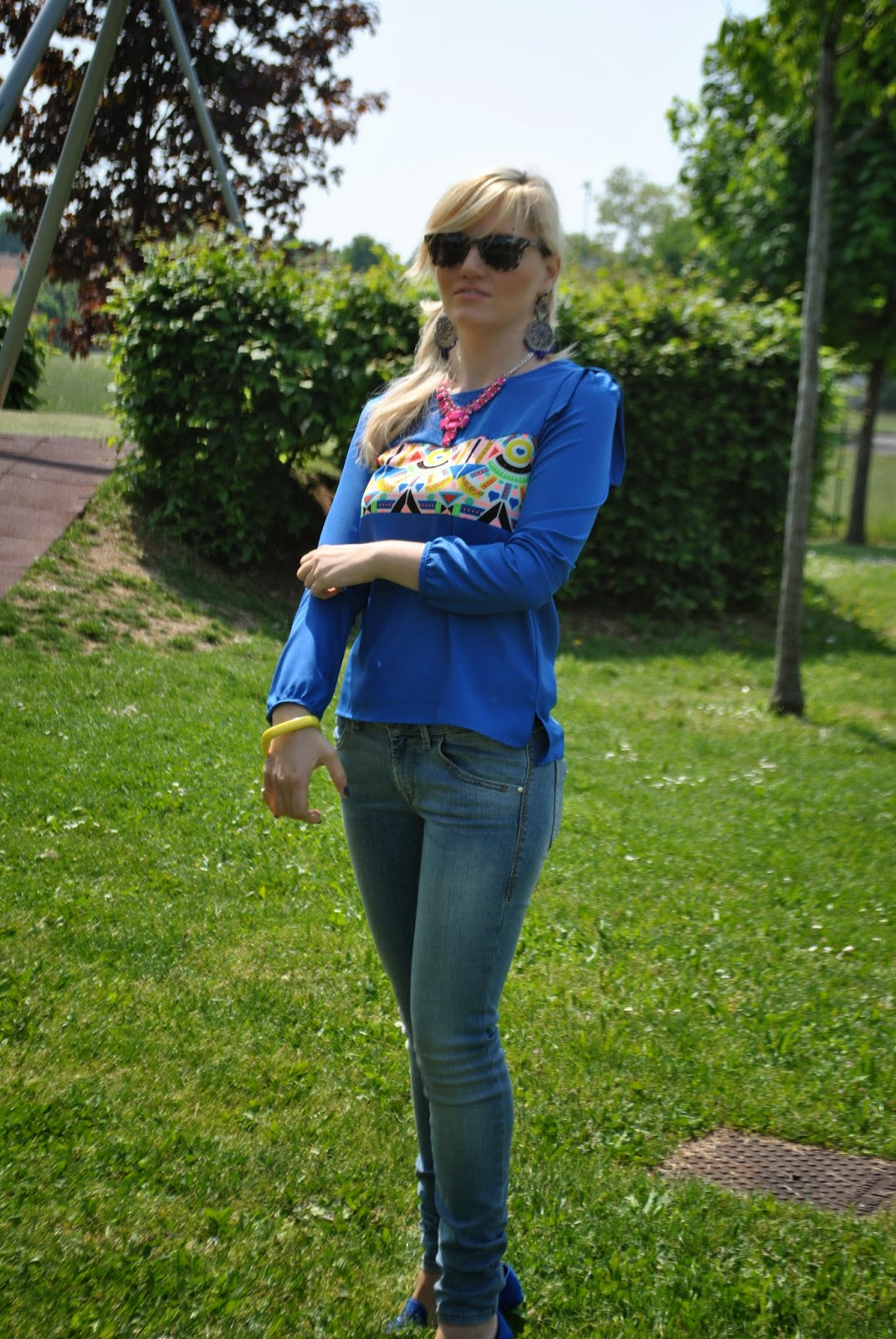 outfit jeans perfect shape fornarina outfit jeans skinny outfit jeans e camicia outfit jeans e camicia blu blusa blu abbinamenti camicia blu outfit persunmall outfit aprile 2014 outfit primaverili occhiali da sole carrera borsa massimiliano incas slippers motivi blu outfit color block fashion blogger italiane milano