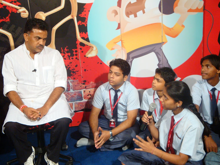 YJs chat with Congress MP Sanjay Nirupam
