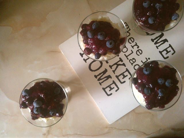 mleczne cudo z musem owocowym: przepis na deser
