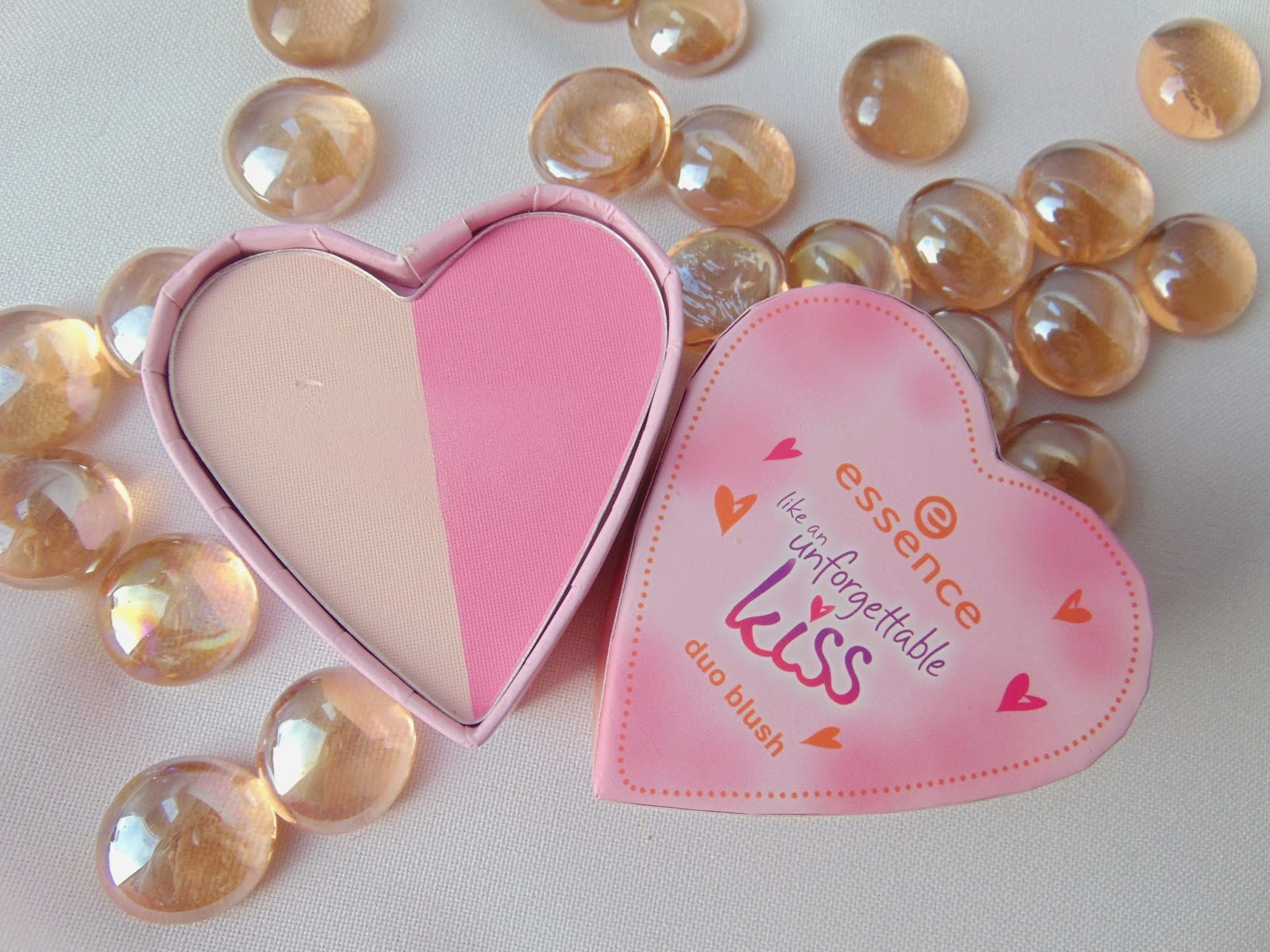 Essence - Like an unforfettable Kiss Duo Blush - www.annitschkasblog.de