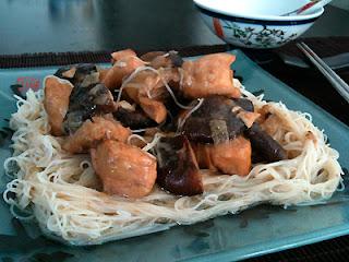 Cocina con Aníbal Pollo con fideos y setas chinas en salsa de ostras