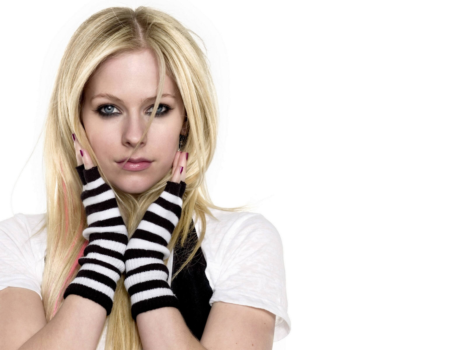 http://3.bp.blogspot.com/-qJY-4Uho7oY/TmGwbZ64pQI/AAAAAAAAAmM/Skh9NixPpZY/s1600/Avril+Lavigne+Hot+Pictures+%252815%2529.jpg