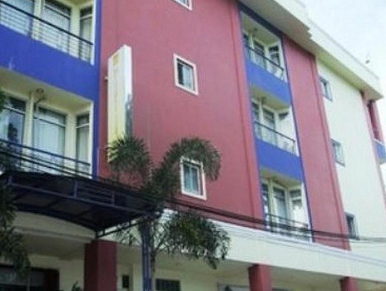 Hotel Yang Pertama Adalah Metropolitan Inn Manado Bintang 2 Terletak Di Jl Arie Lasut No 69 Ini Memiliki Kamar Berjumlah 43