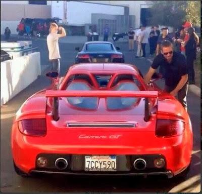 Paul Walker menumpang mobil teman dari acara amal sebelum kecelakaan.