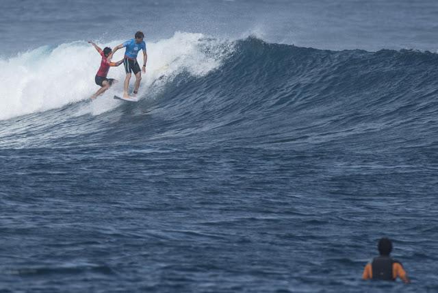 9 Gabriel Medina Kai Otton Fiji Pro 2015 Foto WSL Stephen Robertson