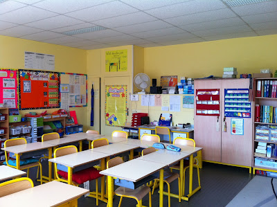 L 39 univers de ma classe petit tour de la classe 2011 2012 for Decoration porte classe cycle 3