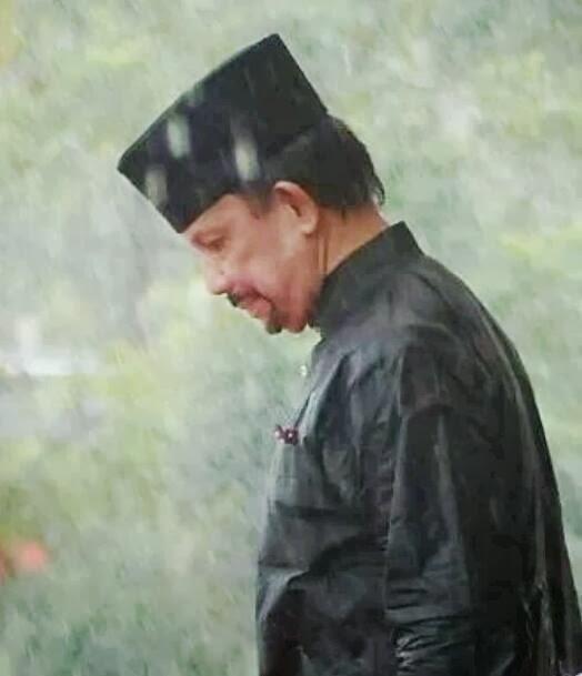 Sultan Brunei Meredah Hujan Bersama Rakyat Berarak Sempena Sambutan Maulidur Rasul 1435H/2014