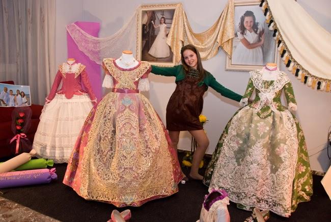 El bosque de colores exposici n de trajes de fallera for Casa decoracion valencia