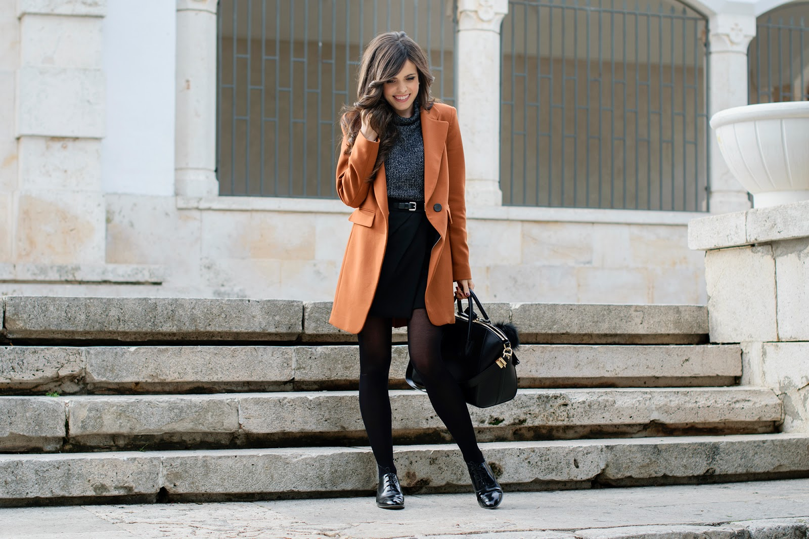Look working con blucher y blazer larga de zara