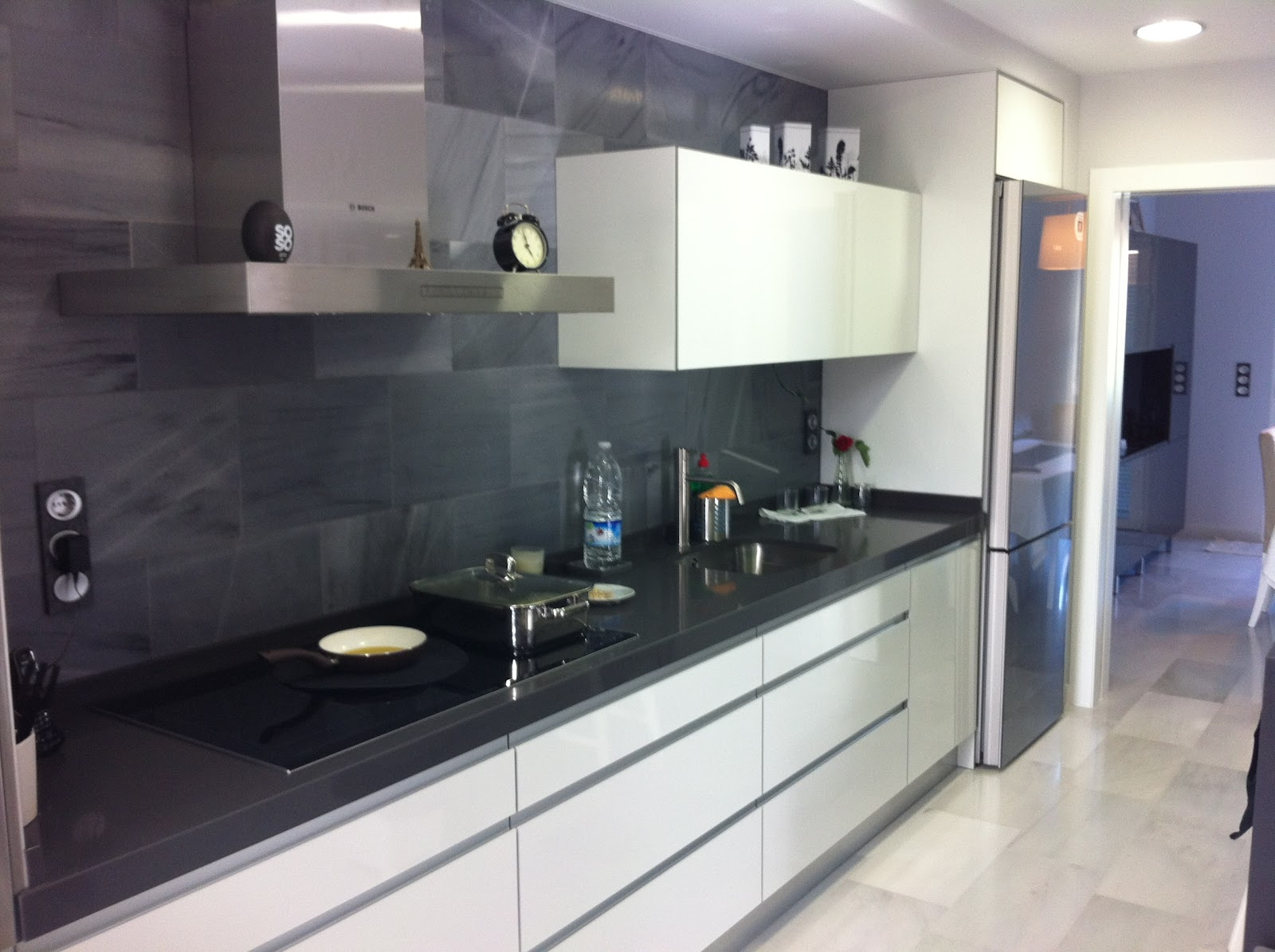 Formas almacen de cocinas cocina con o sin tiradores - Tiradores de puertas de cocina ...