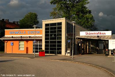 Brömölla station, järnvägsstation, järnväg, tågstation, resecentrum, buss, sommarkväll, sommarljus, sommar, kväll, kvällsljus