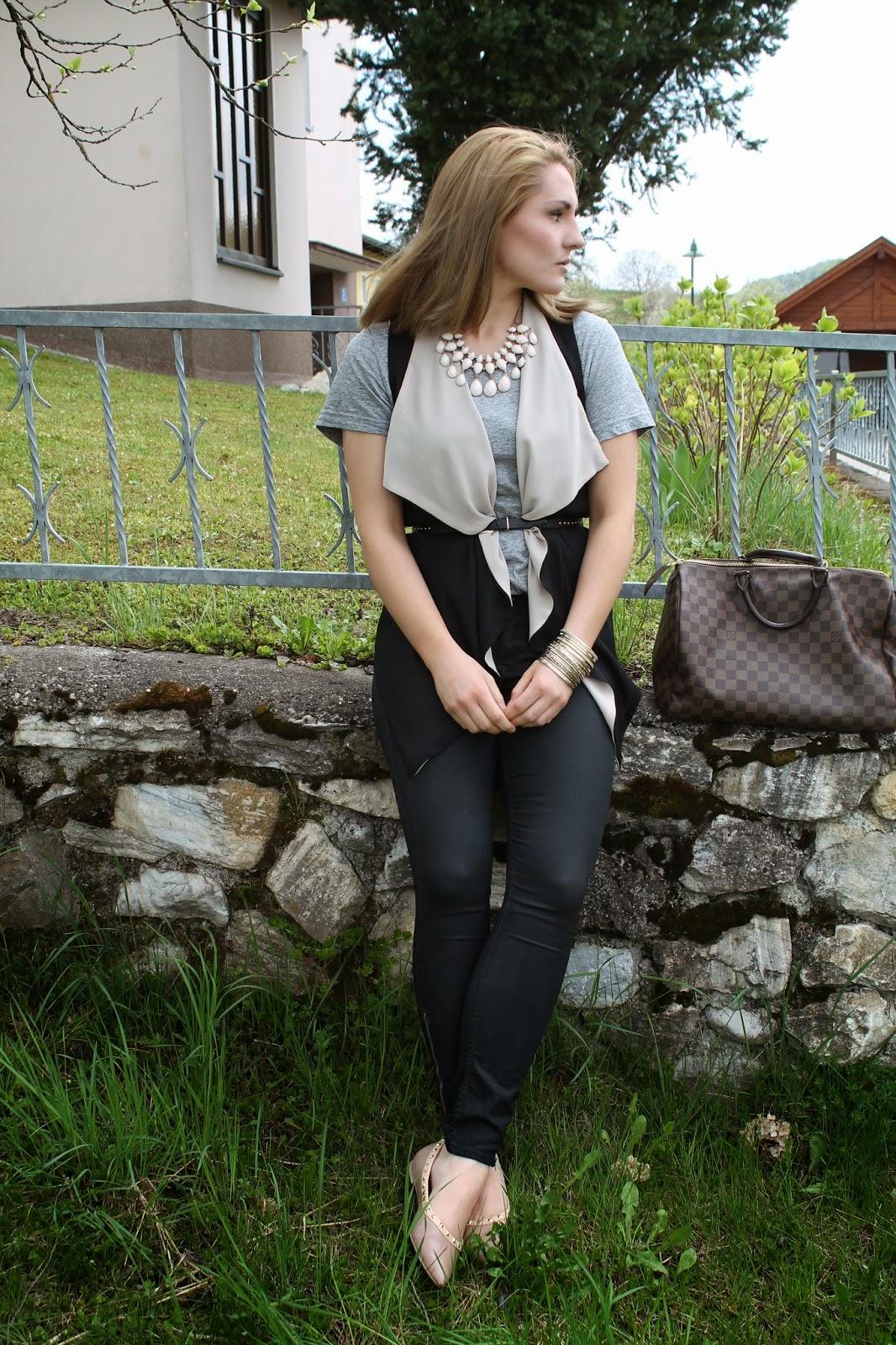 Fashionblogger Österreich / Austria / Kärnten / Carinthia / Klagenfurt / Köttmannsdorf / Blogger / Streetstyle / Bloggerstyle / Spring 2014 / Black Vest / Skinny waxed Jeans / Statement Necklace / Studded Flats / Forever 21 / Louis Vuitton Speedy Damier Ebene / H&M / Persunmall /