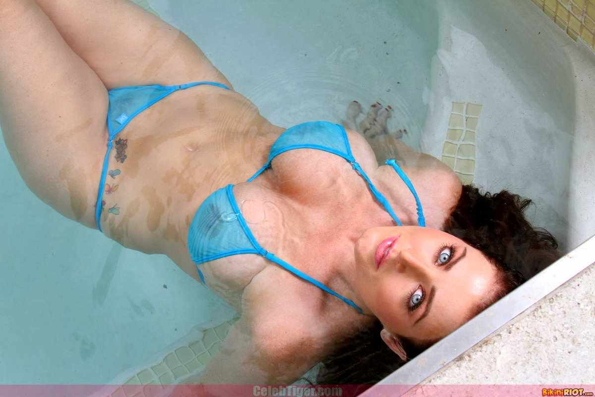 Busty+Babe+Sophie+Dee+Wet+In+Pool+Taking+Off+Her+Blue+Bikini+Posing+Naked www.CelebTiger.com 35 Busty Babe Sophie Dee Wet In Pool Taking Off Her Blue Bikini Posing Naked HQ Photos