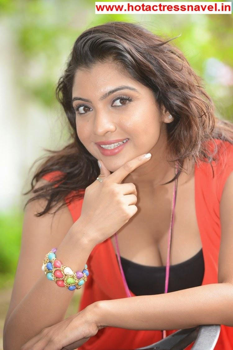 Madhuri Itagi Hot Cleavage and Legs Show