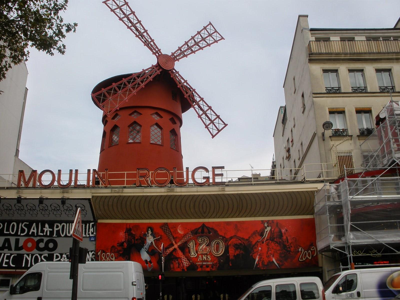 Moulin Rouge, situado en el barrio rojo, a los pies de Montmartre.