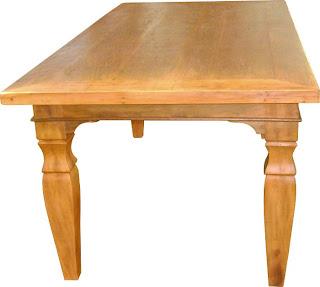 Mesa de madeira quadrada