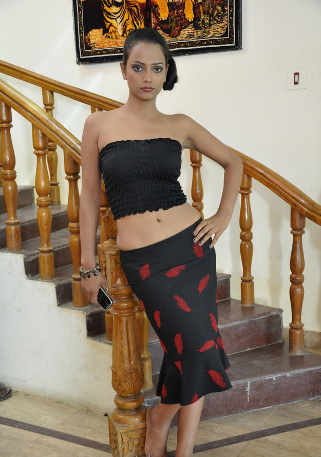 http://3.bp.blogspot.com/-qN2VqBBFVnc/TgioF9FA4LI/AAAAAAAAbXA/4elHeao35C4/s1600/saira-khan-tamil-movie-stills-3.jpg