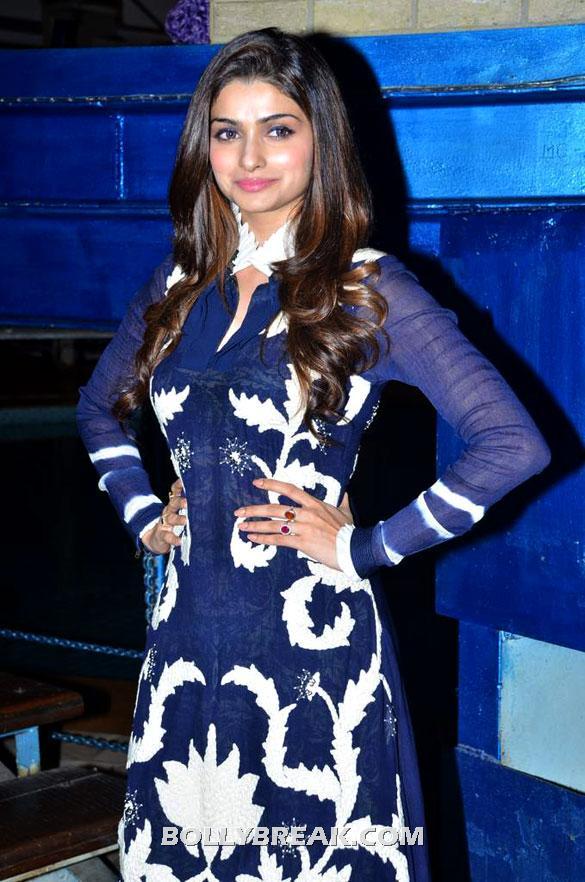 Prachi Desai posing for the cameras - (6) -  Asin, Prachi Desai Bol Bachchan Stills