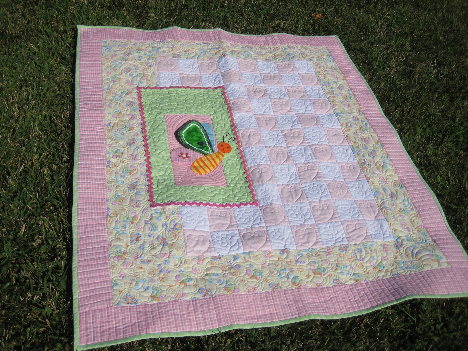 Threads on the floor baby holly 39 s quilt for Floor quilt for babies