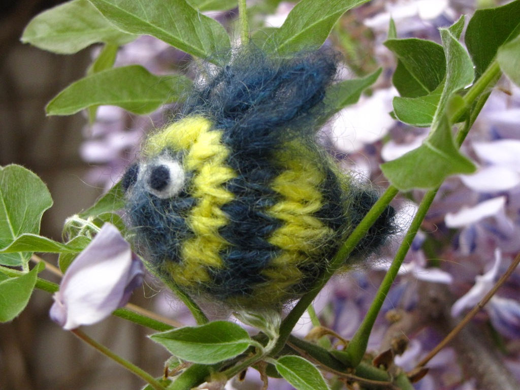 Bumble Bee Knitting Pattern : Bumble Bee Knitting Pattern - Natural Suburbia